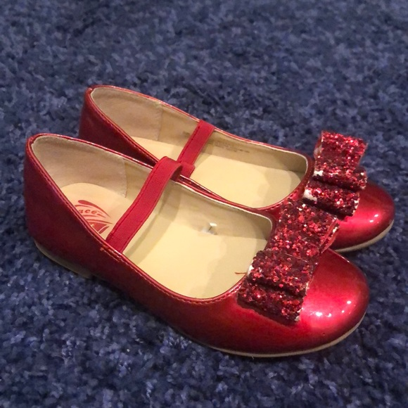 da153ff99 Girls ruby red slippers Mary Jane shoes sparkly. M 5b611b95c2e9fe2f321daba1